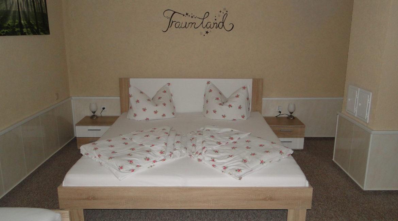 Schlafzimmer mit 3 Betten...